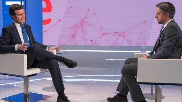 Carlos Franganillo entrevistó a Pablo Casado en el Telediario de La 1.