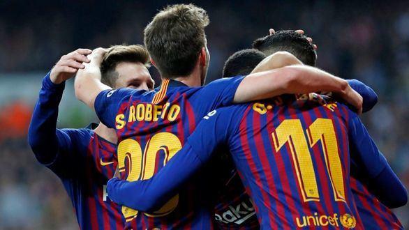 Messi celebra con sus compañeros su pase a la final de 'Copa del Rey'.