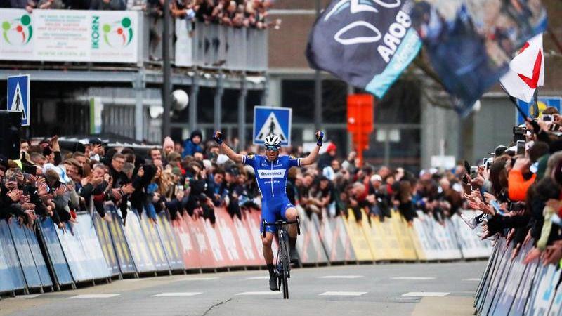 UCI World Tour. El Quick Step abre las 'clásicas' y Valverde roza el oro árabe