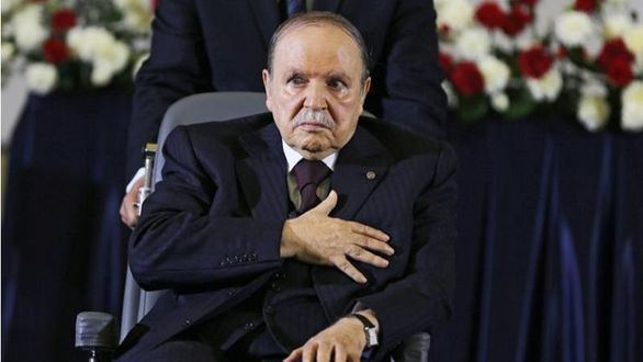Bouteflika renuncia a la reelección y aplaza las elecciones