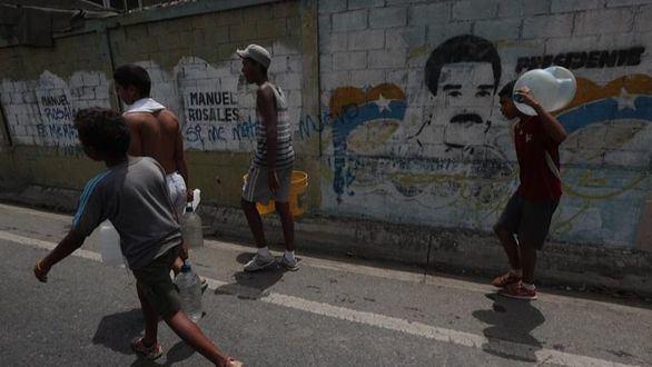 Prosiguen los saqueos en Venezuela tras más de 100 horas de apagón