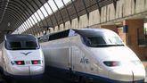 Trenes de AVE en la estación madrileña de Atocha