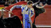 El torero Ginés Marín, durante la faena a su primer toro en la última corrida de la Feria de Fallas.Compartió cartel con Finito de Córdoba y Román, lidiando reses de Fuente Ymbro.