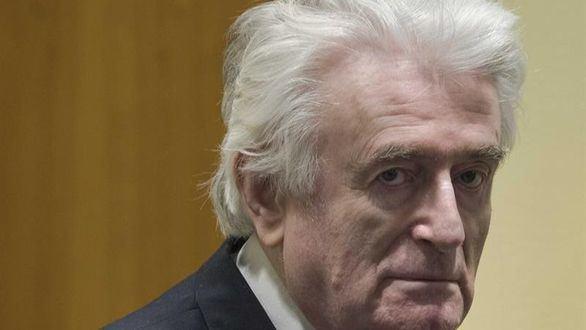 El exlíder serbobosnio Radovan Karadzic comparece ante el Mecanismo para los Tribunales Penales Internacionales este miércoles en La Haya (Holanda).
