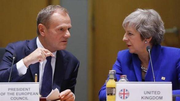 El presidente del Consejo Europeo, Donald Tusk y la premier británica Theresa May.