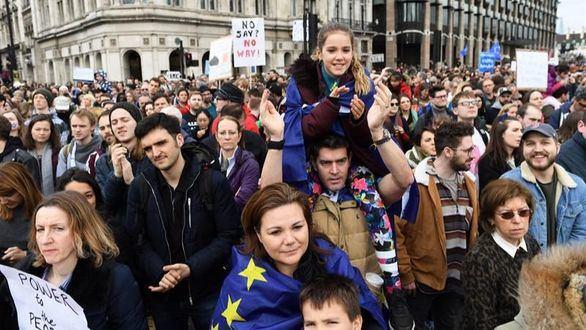 Cientos de miles de británicos claman por un segundo referéndum sobre el brexit