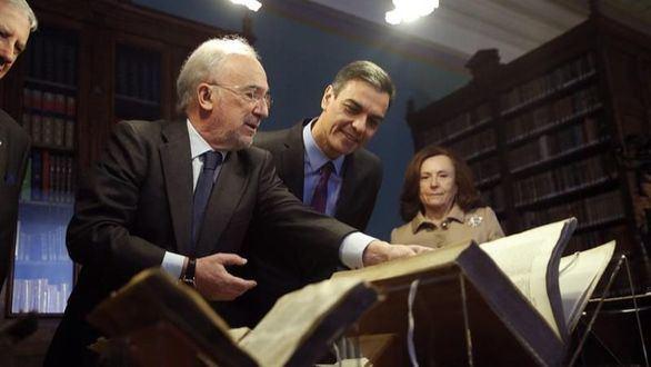 Sánchez visita la RAE tras el 'rescate' de los cinco millones de euros