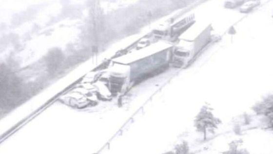 Aparatoso accidente en la A-1: 35 heridos y 50 vehículos implicados