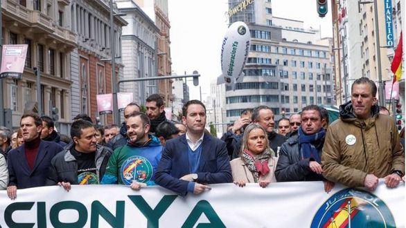 PP, Cs y Vox se manifiestan con policías y guardias civiles