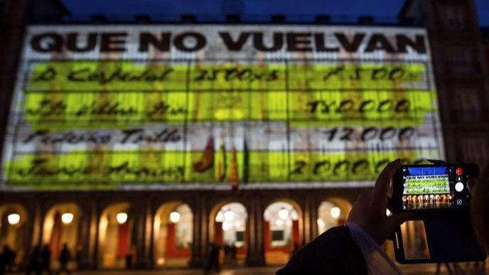 Podemos proyecta los 'papeles de Barcenas' durante 2 horas en la Plaza Mayor