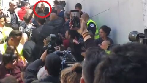 Estudiantes separatistas boicotean un acto de Álvarez de Toledo en Barcelona