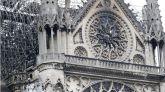 Un incendio arrasa la cubierta de Notre Dame y su aguja central