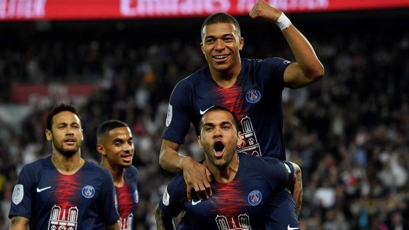 El PSG rinde tributo a Notre Dame y celebra el título liguero