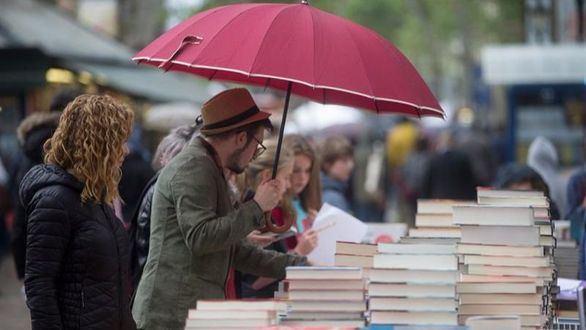 Los libreros esperan vender en este Sant Jordi 1,5 millones de libros