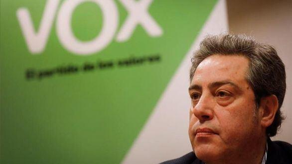 El candidato de Vox a la Generalitat, Jose María Llanos, durante la comparecencia ante los medios de comunicación, este lunes.
