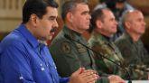 Nicolás Maduro (i), durante una alocución trasmitida en cadena obligatoria de radio y televisión este martes.