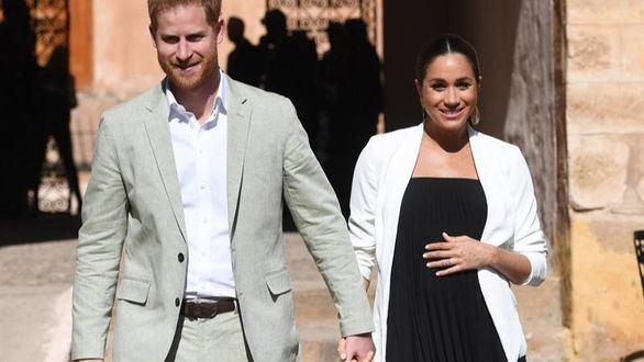 Los duques de Sussex, Enrique y Meghan, reciben emocionados a su primer hijo
