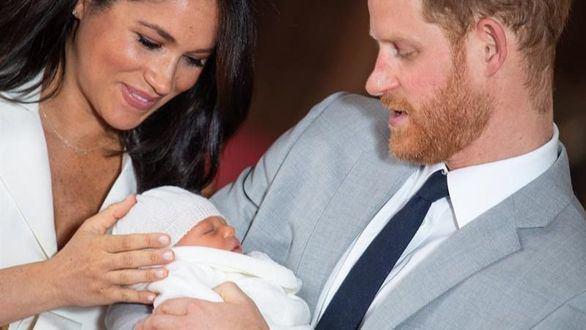 Enrique y Meghan presentan a su hijo: Archie Harrison