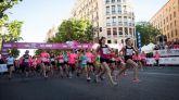 Unas 36.000 corredoras tiñen de rosa las calles del centro de Madrid