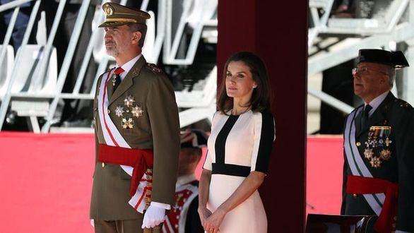 Los Reyes presiden el acto conmemorativo del 175 aniversario de la fundación de la Guardia Civil, este lunes en el Palacio Real, en Madrid.