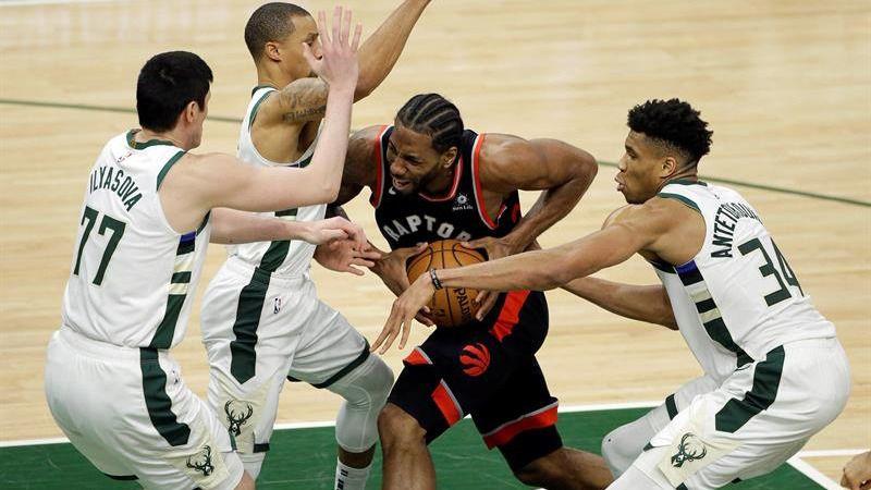 NBA Playoffs. Los Bucks golpean primero tras anular a Kawhi Leonard