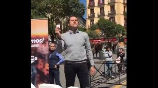 Radicales boicotean un acto de Cs en Lavapiés al grito de