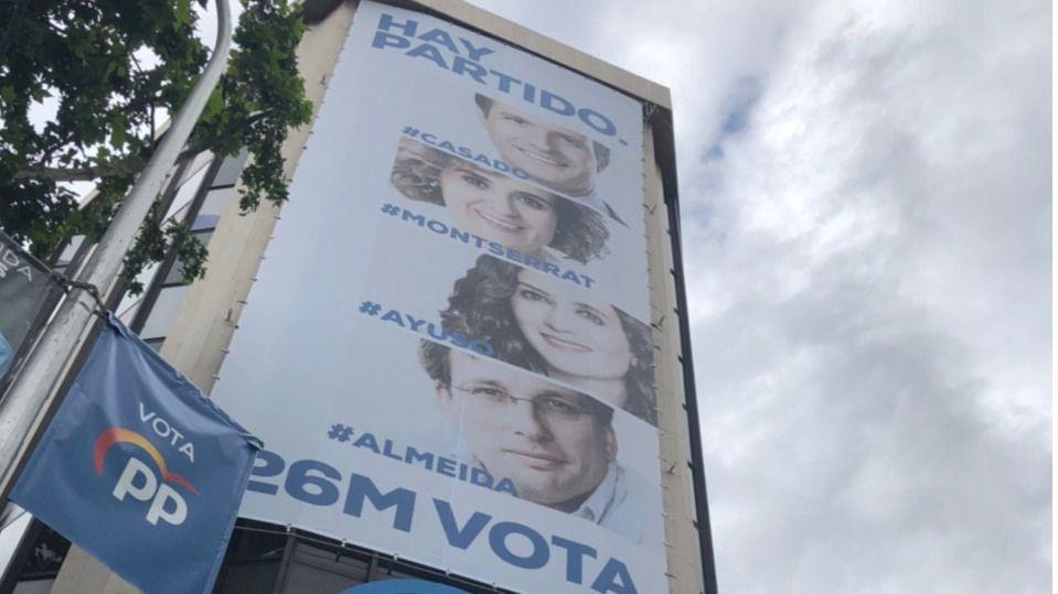 El PP vuelve a colocar a Casado en el cartel electoral de Génova