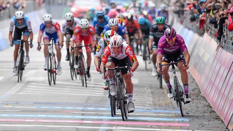 Giro. Ewan doblega a Viviani y Ackermann en la etapa más larga