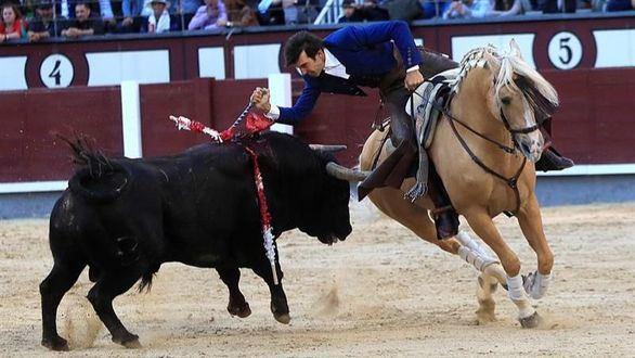 Sergio Galán y Andy Cartagena estrenaron el festejo ecuestre en Las Ventas