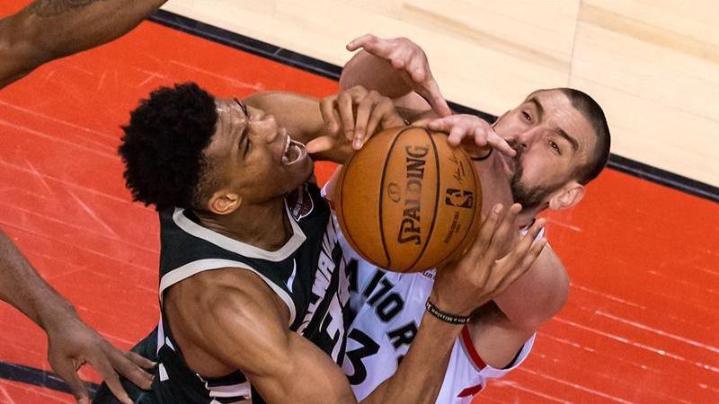 NBA Playoffs. Kawhi Leonard, Marc Gasol y los Raptors enfrían a los Bucks