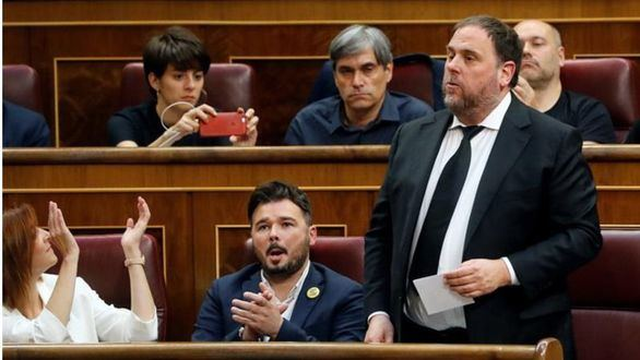 Los separatistas se burlan del Congreso al prometer por la República
