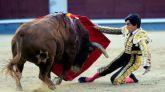 Sebastián Castella domina, con oficio, a la actitud defensiva de los 'jandillas'
