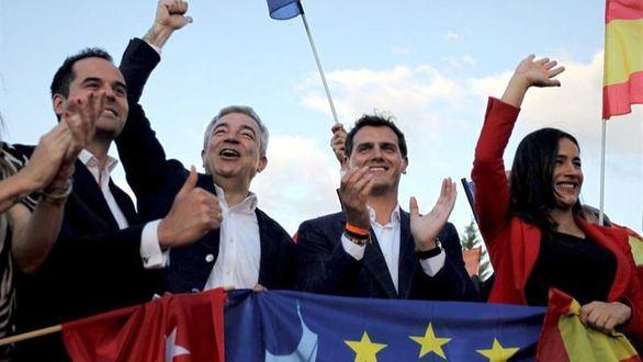 Cs se centra en Sánchez, Carmena y Colau como cierre de campaña