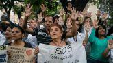 Un grupo de personas participan el pasado lunes en una manifestación frente al Hospital de Niños José Manuel de los Ríos, por falta de trasplantes y tratamientos médicos en Caracas (Venezuela).