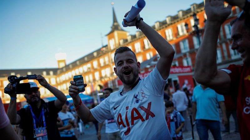 Más de 70.000 ingleses toman Madrid en la víspera de la final de la Champions