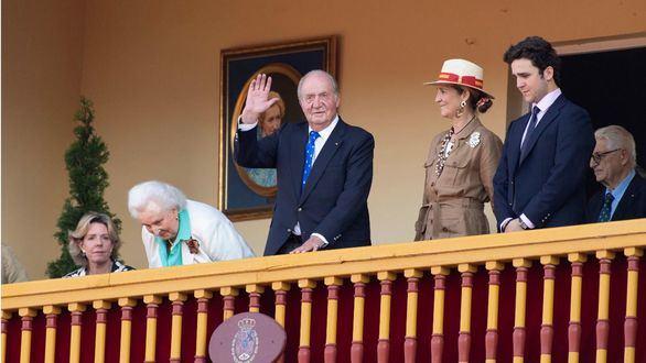 Ovación al Rey Juan Carlos tras retirarse de su vida instucional