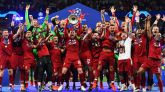 El equipo del Liverpool celebra su vistoria en la final de Champions.