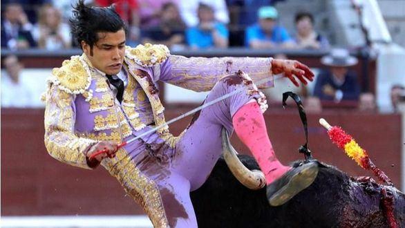 El mexicano San Román sobresale por su valor en la última y anodina novillada