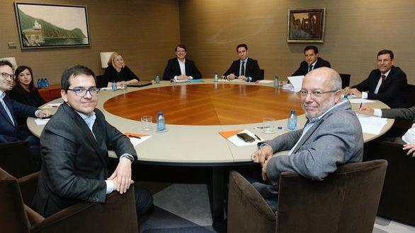 PP y Cs comienzan la negociación para gobernar en Castilla y León