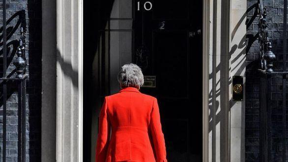 Theresa May firma su carta dimisión como líder conservadora