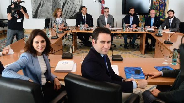 PP y Cs se entienden en la Comunidad de Madrid pero chocan en el Ayuntamiento