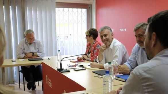 PP y Cs ofrecen al PSOE una alianza alternativa para Canarias