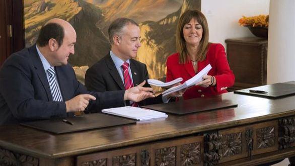 El PSOE y el PNV cierran un preacuerdo para repartirse los ayuntamientos y las diputaciones del País Vasco