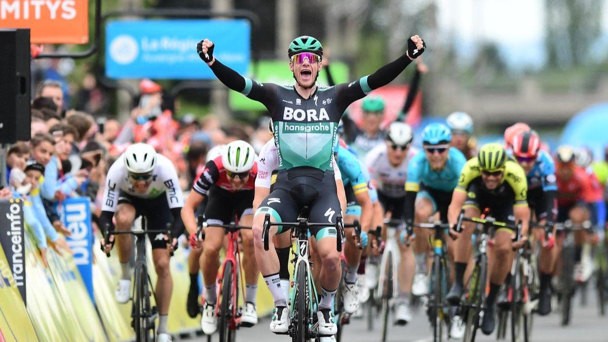 Dauphiné. Bennett se impone al sprint, con Quintana y Froome calentando para el Tour