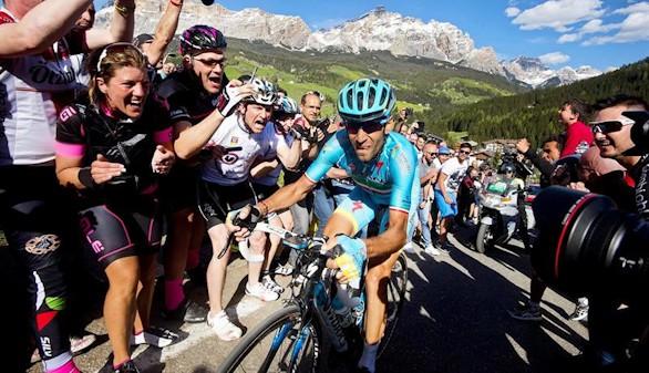 Giro. Nibali renace, Kruijswijk se cae y Valverde se descubre con opciones