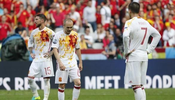 El oficio de Italia echa a España de la Eurocopa | 2-0