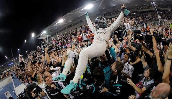 Rosberg escapa de la trampa de Hamilton, cede Abu Dabi y gana el Mundial