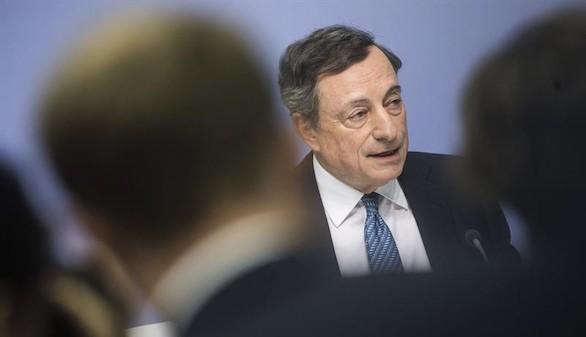El BCE mantiene los tipos e inyectará medio billón de euros