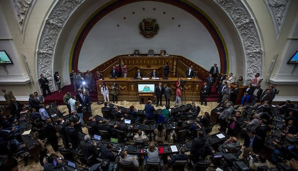 El Parlamento desautoriza al Tribunal Supremo y pide elecciones en Venezuela