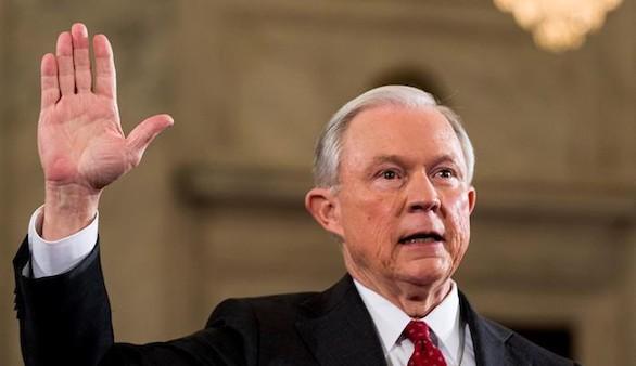 Sessions, antiinmigrante, ya es el nuevo fiscal general de Trump